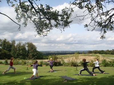 I weekenden 22.-23. august 2009 blev der arbejdet med Yoga og Meditation.Underviser var Nina Grønbech Pfeiffer. Da vejret var skønt,foregik undervisningen både indendørs og ude inaturen.